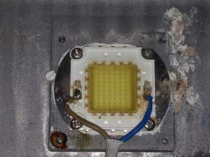 Матрица светодиодного прожектора после плохого ремонта